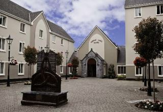 Temple Gate Hotel in Ennis